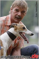 Gelsenkirchen Rennleiter Dietmar Niemeyer mit  Greyhound