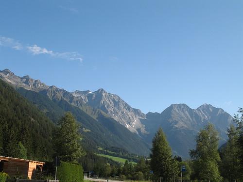 Blick von Rasen Antholz auf die Riesenferner Bergkette