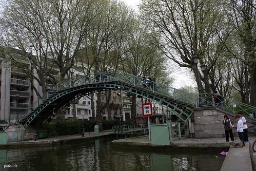 Une des passerelles du canal