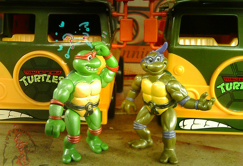 The tOkKa junkyard Car Show :: Classic Party Wagon vs. TMNT 25 Reissue // What's the difference ?!