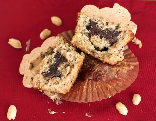 ... : Banana Cupcakes with Peanut Butter Frosting (Cupcake Hero
