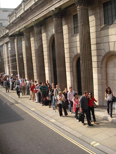 Queue outside the Bank for Open House