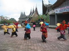 Sebagai kesenian asli Sumatera Barat, Randai saat ini telah menjadi ...