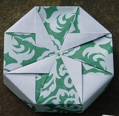 "Achteckschachtel ""Small Flower (A,b)"" von Tomoko Fuse (Tagfalter) Tags: origami box tomokofuse"