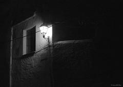 Light / Luz (SantiMB.Photos) Tags: street bw espaa blancoynegro festival calle spain streetlamp calafell bn catalunya farol ilfordhp5plus400 soe tarragona explora baixpeneds explora2009