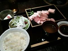 肉を焼くランチ1200円