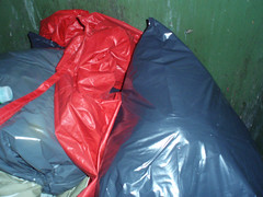PB150183.jpg (Seteg) Tags: blue red trash dumpster grey garbage mac shiny destruction rubber bin cleaning plastic trenchcoat rubbish waste gummi agu raincoat mll afvalbak nylon regen rainwear pvc raincoats anzug mackintosh vuilnis huisvuil cleaningup afval clearout rainsuit regenjacke mllsack shinycoat kliko regenjassen regenmantel regnfrakke regenjas mllbeutel nyloncoat vuilniszak regenanzug lackmantel rainsuits regnfrakk regnjakke gummimantel regnkappa regenpak regenkleding vuilcontainer regenbekleidung shiny gummiregenmantel regenpakken afvalzak mlleimern dumpsterbin agusport rubberbacked renjas nylon