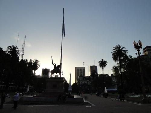 Atardecer en Plaza de Mayo