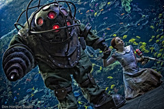 Bioshock Aquarium Photoshoot 11/16/09 (Volpin) Tags: aquarium costume underwater photoshoot cosplay led replica videogames georgiaaquarium rapture littlesister bigdaddy replicas 2k bioshock