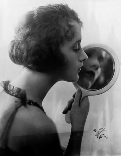 フリー写真素材, 人物, 女性, Constance Talmadge, 横顔, 女優, モノクロ写真,