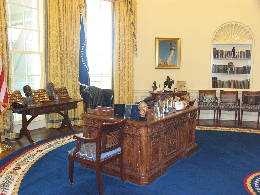 Oval Office, desk 2