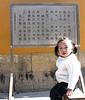 bambina davanti a un tempio (livia.com) Tags: putuoshan cina cerotto zhejiang bambina buddismo