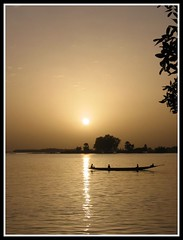 "RIO NIGER (Luz D. Montero Espuela. 4 million visits. Thanks) Tags: africa trip travel people paisajes color sol rio canon contraluz atardecer agua barca colores viajes cielo westafrica cielos mali barcas pesca tqm pescador bote pescadores nigerriver áfrica canonpowershots30 topseven theperfectphotographer rioniger artofimages ""flickraward"" updatecollection bestcapturesaoi travelsofhomerodyssey luzdmonteroespuela"