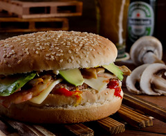 XL Hamburger (Beatriz-c) Tags: food comida hamburger hamburguesa beer cerveza still life bodegón drink bebida avocados aguacate mushrooms champiñones
