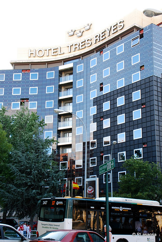Fachada del edificio del «Hotel Tres Reyes» en la Avenida de las Navas de Tolosa