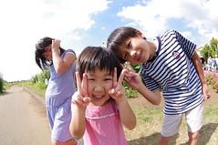 ひまわり畑の前で記念撮影.....ってひまわり写ってねぇ〜