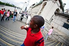 humanscapes from london (muratgermen) Tags: life city summer people urban london canon kent unitedkingdom documentary sigma wideangle londres british londra ingiltere 2009 yaz insan humanscapes manzara yaam ehir insanmanzaralar belgesel ingiliz kentsel muratgermen genia