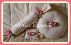Almofada, bate-porta e Rolo para o berço (Atelier Bambim) Tags: bebê cama decoração berço maternidade nenê kitberço
