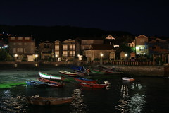 Combarro (flash_camara_accion) Tags: houses night boats noche town barcos nacht ships pueblo galicia noite casas barcas pontevedra combarro rampa nocte verdín