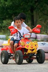 20091108_9721 (Yiwen103) Tags: 內灣 露營 尖石 卡丁車 櫻花谷 碰碰船 踏踏球