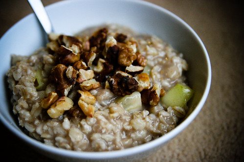 Oatmeal with Pears and Walnuts
