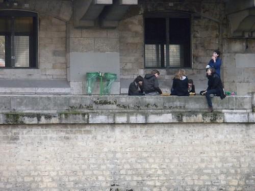 paris seine hipsters boots bricks smoking discussions laseine skinnypants paris09