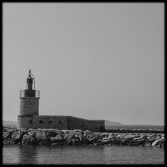 124365NBC (Pierre D. Photographiste) Tags: mer port square nbc marine pentax 365 bateau phare var carr noirblanc digue pcheurs toulon k7 sanary 2011 amarres pointu pierrediez