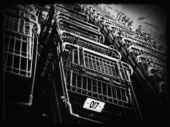 (noir imp) Tags: shop holga shoppingcart iphone shoptilyoudrop shopshopshop