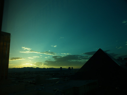luxor from mandalay bay