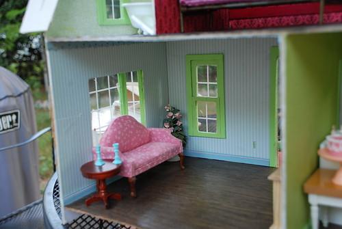 dollhouse,now with baywindow !