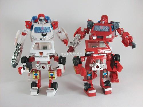Transformers Ironhide Encore G1 vs Henkei vs Ironhide - modo robot con cabeza