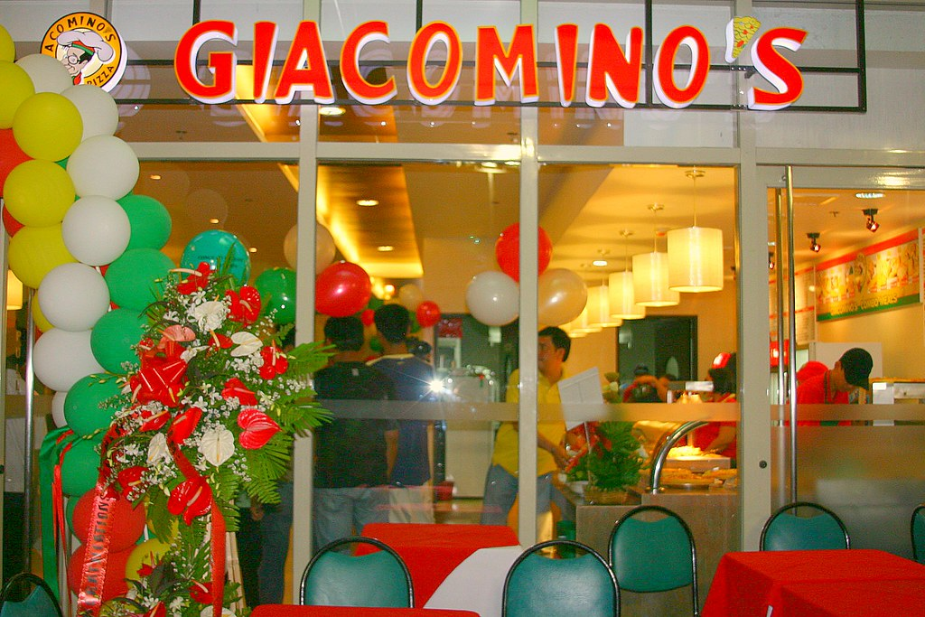 """""""Giacominos Robinsons and its all new hot fastfoods concept."""""""