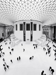 The Great Court (Ender079) Tags: roof england people white london blanco walking hall gente walk sala normanfoster londres britishmuseum greatcourt techo blackdiamond supershot abigfave superaplus aplusphoto peleng8mm35fisheye canoneos450d