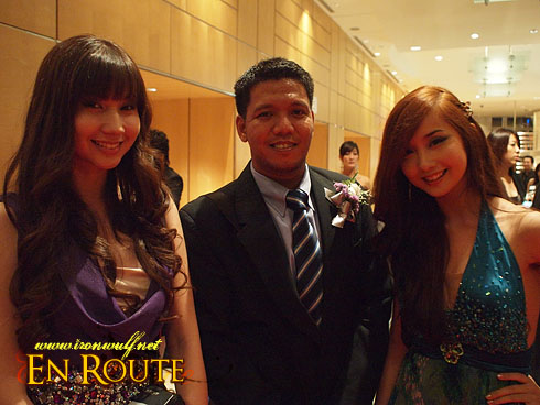 Nuffnang Asia-Pacific Blog Awards me with Gosengfia Sisters Asheley and Alodia