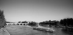 Les bateaux parisiens (Julia Antonio-A. de Amlie ) Tags: sunset paris france atardecer nikon julia bateaux seinne amelie francia pars amlie sena d90 nikond90 aprendizdeamelie aprendizdeamlie