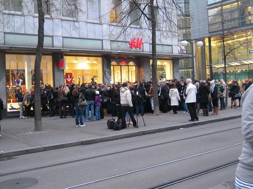 H&M at Bahnhofstrasse 92, 8am
