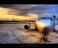 The Red Eye Flight :: HDR (:: Artie | Photography ::) Tags: sky reflection clouds photoshop plane canon dawn airport cs2 australia melbourne wideangle victoria terminal aeroplane explore domestic handheld boeing arrival jetstar 1020mm departure frontpage runway hdr artie 3xp sigmalens photomatix tonemapping tonemap 400d rebelxti melbournedomesticterminal