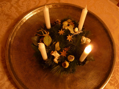 Advent: Erste Kerze brennt