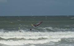 Have fun (Extra terrestre) Tags: mer de fun vent cote voile plage planche colleville nacre