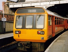 Manchester Victoria, April 1987, 142010 (elkemasa) Tags: 1987 pacer class142 manchestervictoria