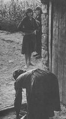 N fshat, gra, vite 60. Paysannes, Albanie, annes 60. (Only Tradition) Tags: al albania albanien shqiperi shqiperia albanija albanie shqip shqipri ppsh shqipria shqipe arnavutluk hcpa albani   gjuha   rpsh  rpssh       albnija