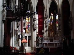 Challenge (Moser's Maroon) Tags: light choir licht availablelight saints statues beelden altar denbosch heiligen stjan koor altaar