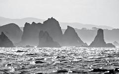 playa del silencio  explore 487 6/9/2009 (www.mazintosh.es + 1.000.000 Views) Tags: blanco negro asturias playa cudillero rocas silencio mazintosh gavieru