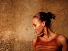 (_Blaster_) Tags: italy muro girl wall italia fuji f30 finepix bodypainting salento puglia blaster ragazza francavillafontana fanculo fujif30 theauthorsplaza lanottedegliimperiali eiochecredevochetufotografassisoloruderiinvecequestanonunrudereanzimaxsistavedendoilcuriosocasodibenjaminbuttonmentreiooramivadoavedereunfilmmenopretenziosoilcuriosocasolhogivistoecredoche azzmihatagliatoildiscorso ccazzujdittuzunardu