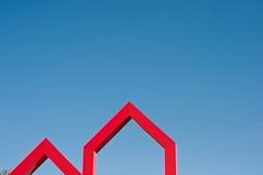 red houses (Heidelknips) Tags: sky plant minimal bauhaus fingerprint fingerabdruck heidelknipsschesmarkenzeichen