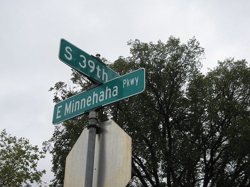 E Minnehaha Pkwy at S 39th Ave