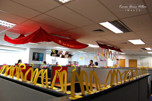 DIY: A Halloween (office) idea – Psycho Mc Donald's | PIXELGRAFFITI