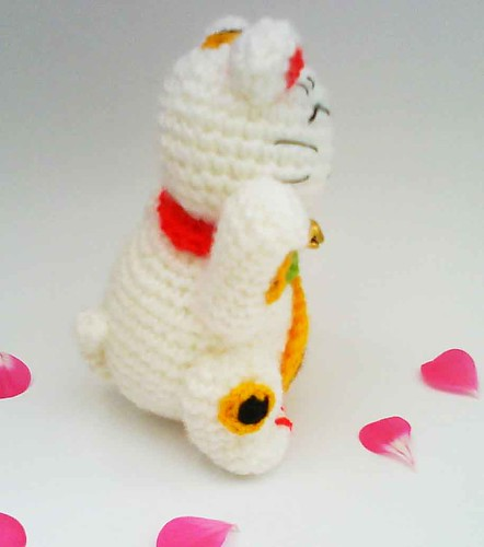 HandmadeKitty: Maneki Neko Lucky Cat Amigurumi Crochet Pattern | 500x442
