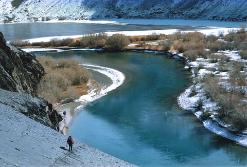 Murghab_river_below_Madyan
