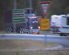 Filmed By Secret Squirrel (secret squirrel6) Tags: awesome bumper worker trailer grille bonnet videos loaded kw wollongong truckdriver southbound kenworth avenel ruralaustralia humehighway humehwy triaxle roundheadlights roundtanks taughtliner bogiedrive thompsontransport secretsquirreltruckphotos